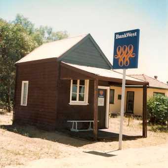 Worlds smallest bank???  WA