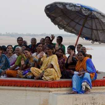 Day 3. Waving women at The Ghats