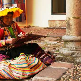 Peruvian lady whose tip was 'Never weave without a big hat on your head.'