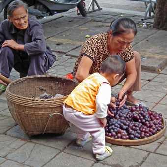 Yangshuo pavement seller
