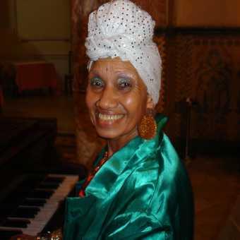 Carmencita Iznaga el Pianista Vocalista in Cienfuegos.