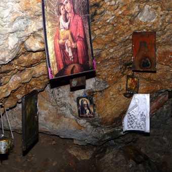Schitul Coltul Chiliilor Cave Church