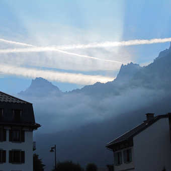 Neil Pittaway painting near the Swiss Italian border