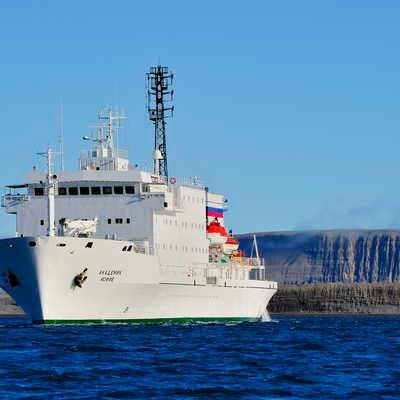 Akademik Ioffe in the Arctic