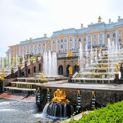 The gardens of the Peterhof Palace