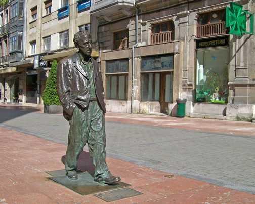 Woody Allen statue in Oviedo