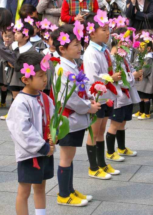 Children celebrating Buddha's birthday, Sensjo Ji Temple, Tokyo