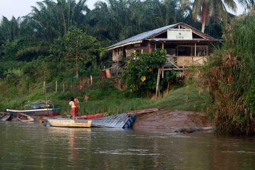 Kinabatangan river en route to eco camp