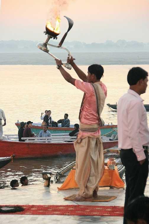 Hindu ceremony at dawn, Varanasi