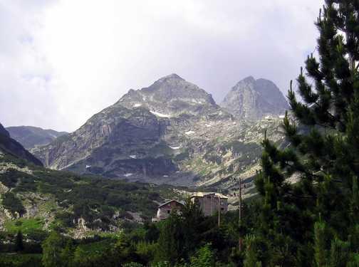 Maliovitsa hut and peak