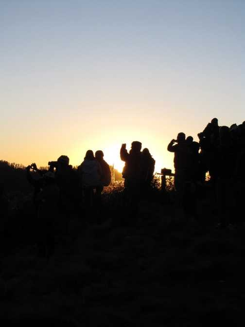 Queuing up for sunrise photos from Poon Hill