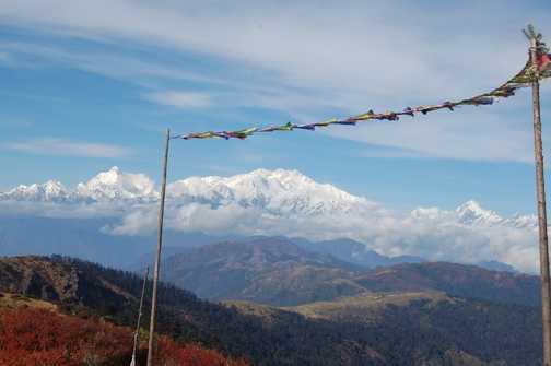Singalila Ridge trail, stretches on, Kanchenjunga behind