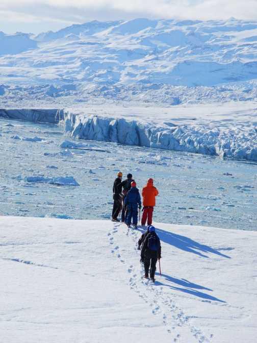 Towards the glacial lagoon