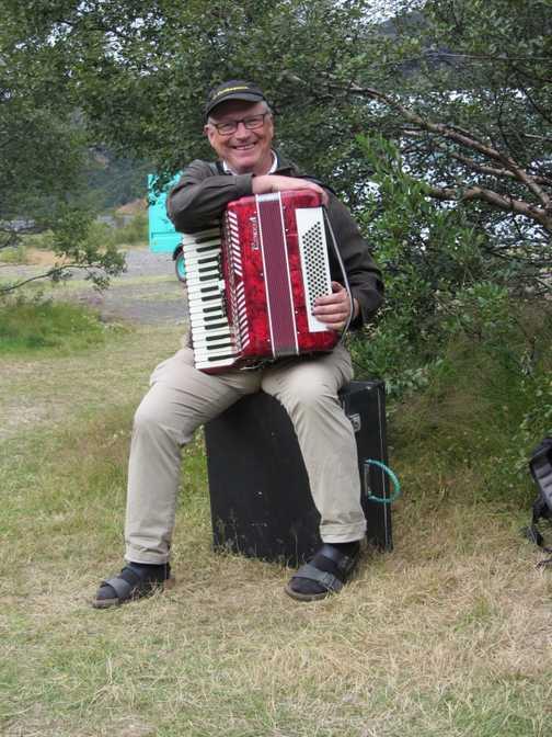 Paillet & his accordian!