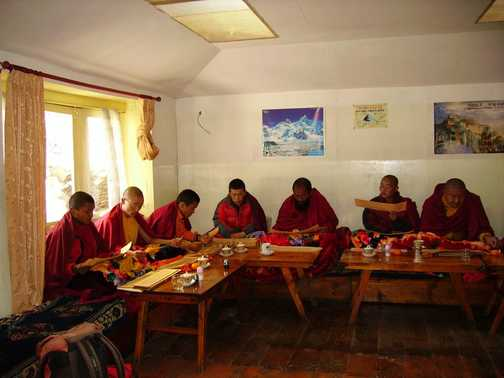 Singing monks at Khunde
