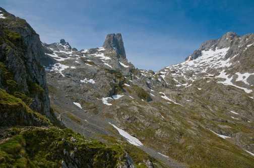 Rocky road to Urriellu