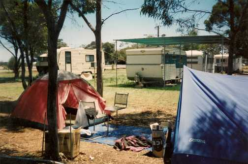 Camping at Waikerie Gliding Club YH
