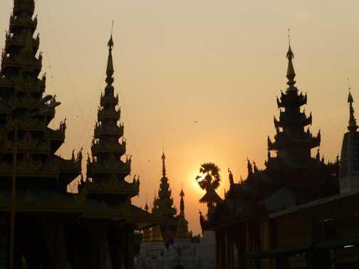Sunset at Schwegadon Pagoda