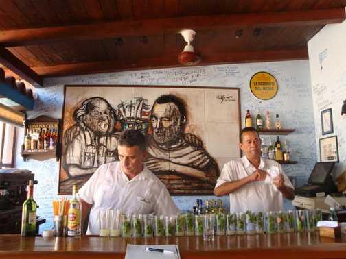 MOJITOS LINED UP AT LA BODEGITA DEL MEDIA