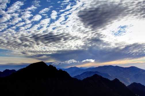 Clouds over Mt Toubkal - Mt Ouanakrim is definitely worth climbing!