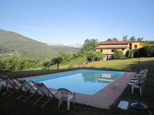The pool at Braccicorti farmhouse