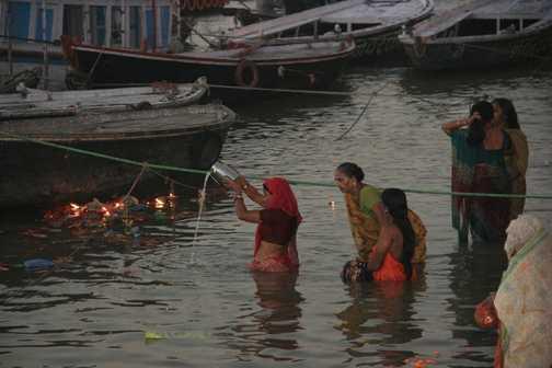 Dawn bathing in the Ganges