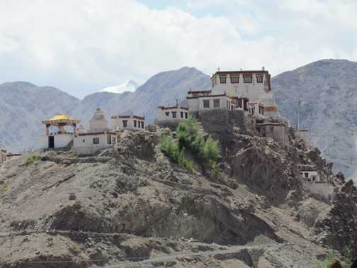Ley from the road to Khardung La