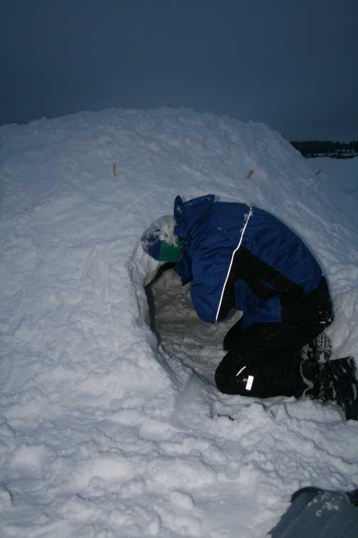 Snow shelter