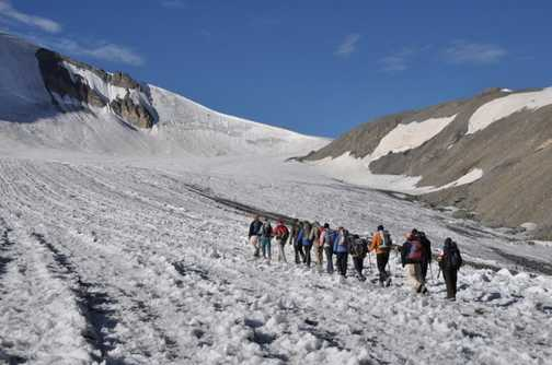 A group of trekkers make their way up the Parang la Glacier.