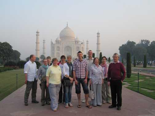 TOUR GROUP PHOTO AT TAJ MAHAL