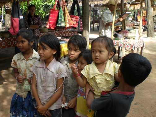 children near siam reap