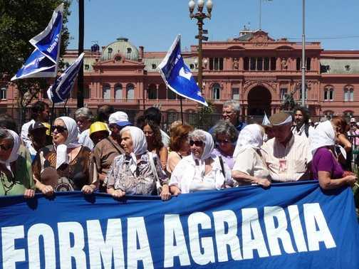 Madres de La Plaza de Mayo protest