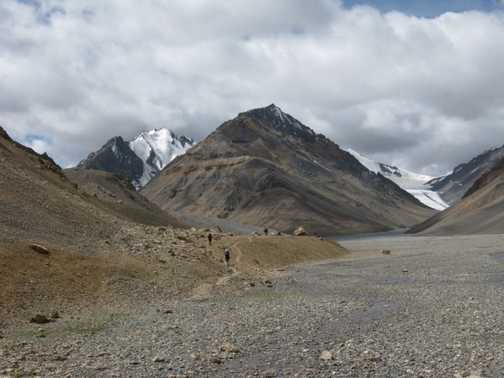 Heading to the Parang La northern base camp with the Parang La glacier in the distance.