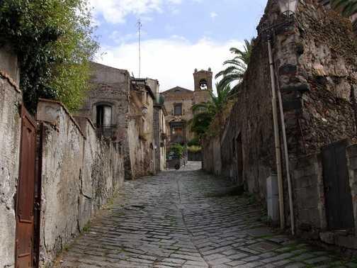 Cobbled street in Landazzo