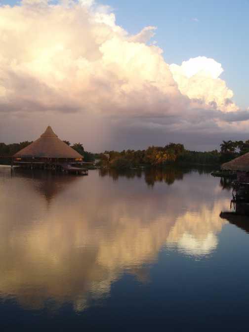 Cumulo nimbus at Laguna del Tesoro.