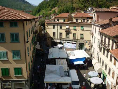 Castelnuovo market scene