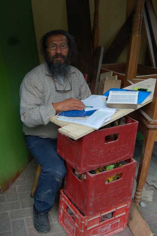 The scribe of Inca Square, Aguas Calientes