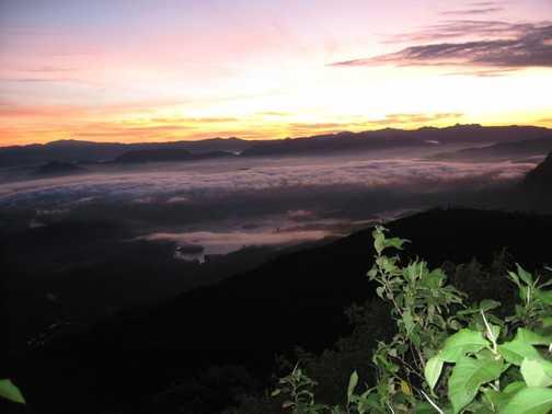 Sunrise as it happens on top of Adam's Peak
