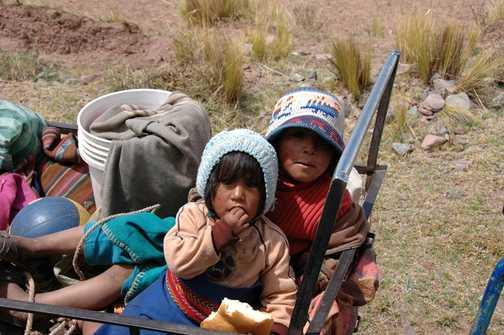 Children on road to Puno