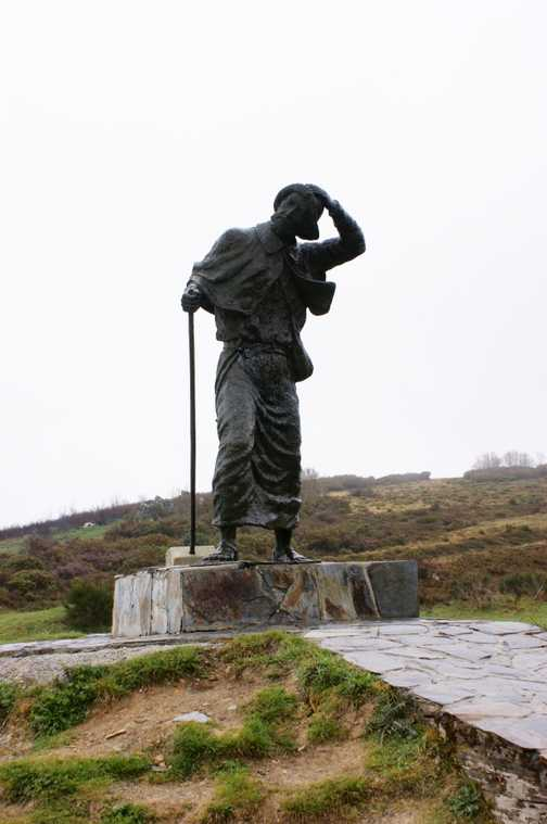 monument to the pilgrim at Alto de S.Roque
